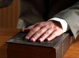 Ni vitu vipi hivyo viwili visivyoweza kubadilika? (Ebr 6:18)